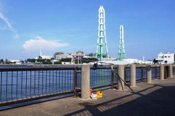 名古屋港海釣り公園 酷暑の釣り.jpg